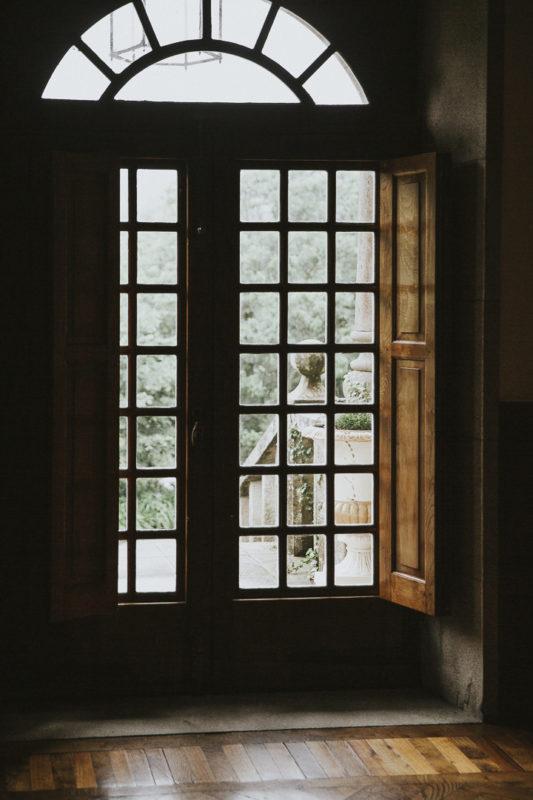 Puertas del pazo donde se vistieron para su boda Melissa y Jonatan
