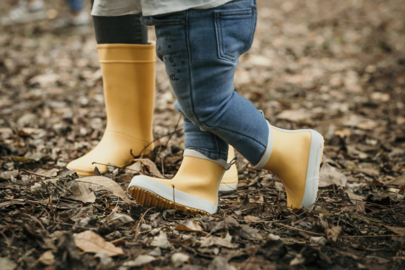 Primas: Carlota y Vega con sus botas